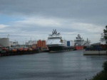 Supply ships in Aberdeen.jpg